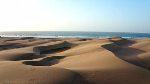 vídeos y material grabado en eventos de stock de costa del desierto. vista aérea - coastline