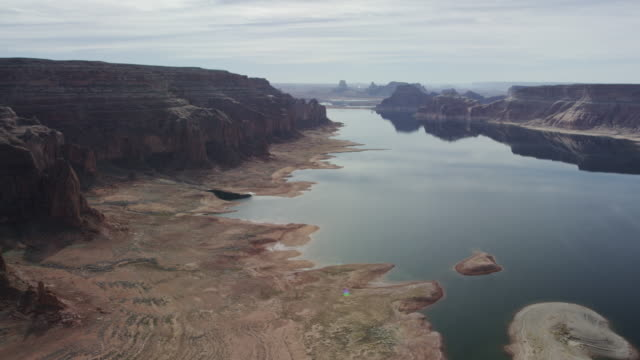 desert formations of lake powell in arizona and utah - drought stock videos & royalty-free footage