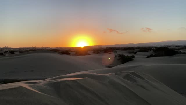 desert is a barren area of landscape where little precipitation occurs and, consequently, living conditions are hostile for plant and animal life. the lack of vegetation exposes the unprotected surface of the ground to the processes of denudation. about - サウンドトラック点の映像素材/bロール