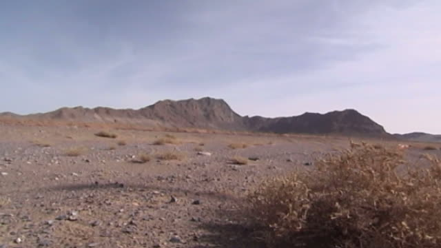 desert landscape in yazd province. - yazd province stock videos & royalty-free footage