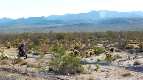 砂漠のモトクロス - バハカリフォルニア点の映像素材/bロール