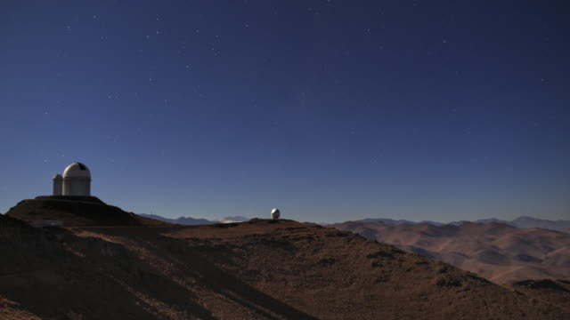 vidéos et rushes de desert observatory in moonlight - observatoire