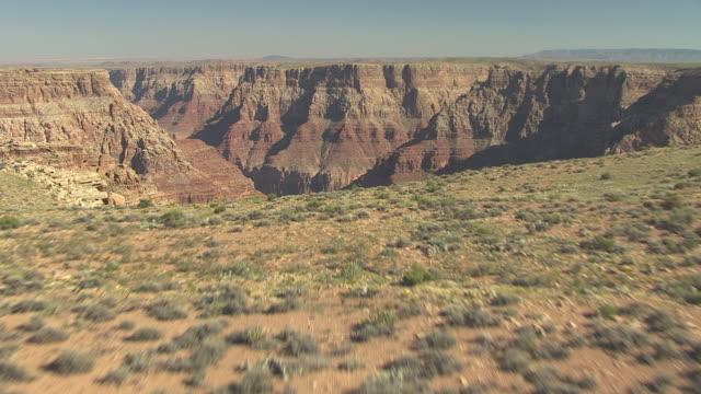stockvideo's en b-roll-footage met ms aerial desert plain east of zuni point corridor to reveal grand canyon / arizona, united states - zuni
