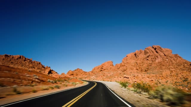 desert road - red rocks stock-videos und b-roll-filmmaterial
