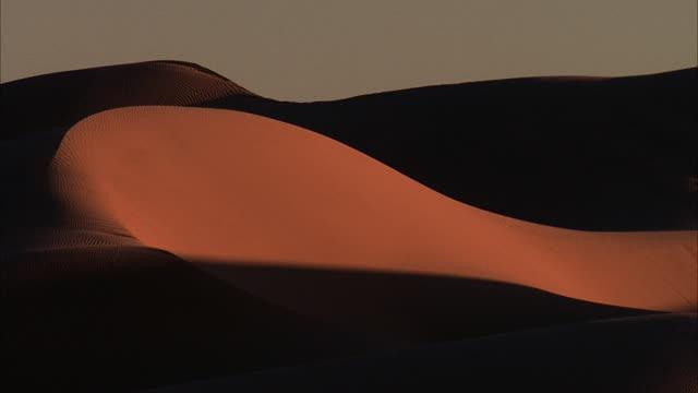 ws, desert sand dunes at sunset / california - palm springs california stock videos & royalty-free footage