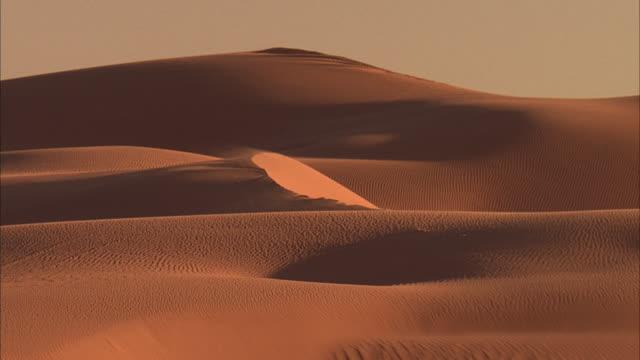 ws, zi, ms, desert sand dunes / california - palm springs california stock videos & royalty-free footage