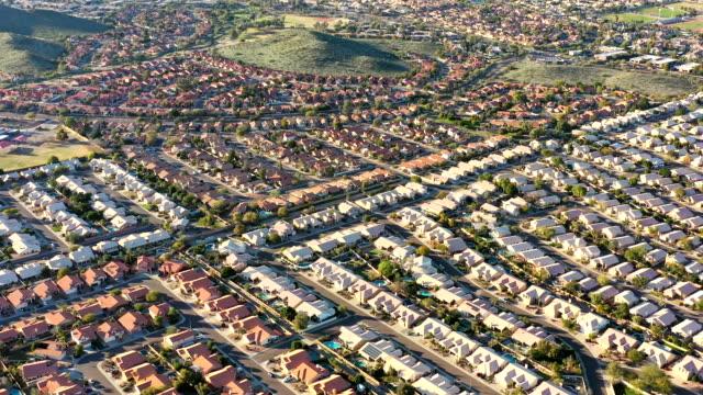 desert southwest immobilien von oberhalb phoenix bereich - arizona stock-videos und b-roll-filmmaterial
