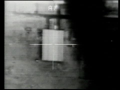 desert storm / aerial crosshairs focusing on building that explodes / iraq - operation desert storm bildbanksvideor och videomaterial från bakom kulisserna