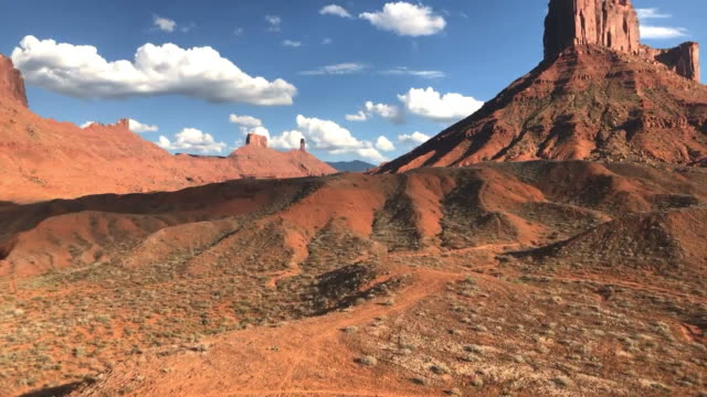死んだ馬ポイントの時間経過と parriot メサの崖、モアブ、ユタ州を砂漠します。 - ユタ州モアブ点の映像素材/bロール