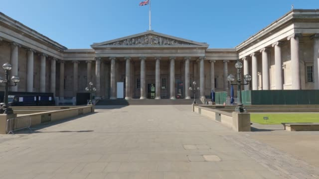 deserted british museum, normally one of london's busiest attractions as the uk enters it's fourth week of lockdown due to the coronavirus pandemic. - british museum stock videos & royalty-free footage