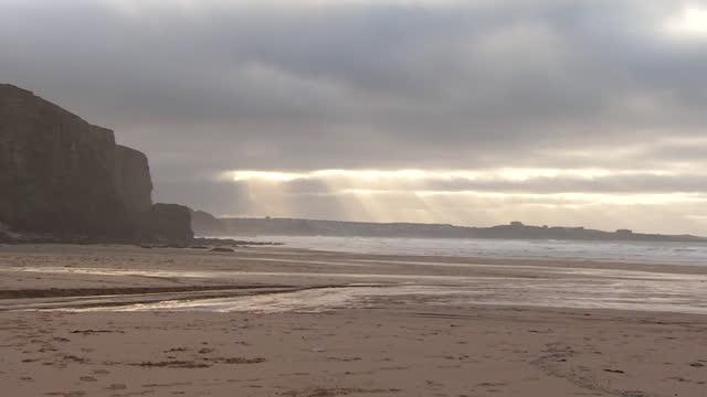 vídeos y material grabado en eventos de stock de deserted cornish beach - cornwall inglaterra