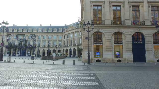 deserted place vendôme in paris. president macron announced on monday march 16 that the fight against coronavirus requires national mobilization.... - place vendome stock videos & royalty-free footage