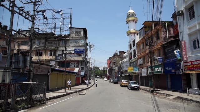 deserted road of ever busy area of fancy bazar - lockdown stock-videos und b-roll-filmmaterial