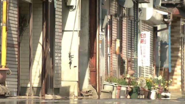 stockvideo's en b-roll-footage met a deserted shopping street, saga, japan - luik architectonisch element