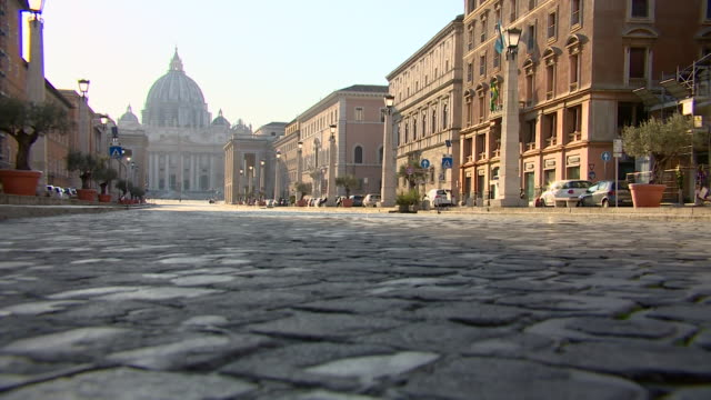 deserted street scenes in rome as the country is on lockdown due to the coronavirus pandemic - rome italy stock-videos und b-roll-filmmaterial