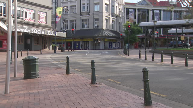 vidéos et rushes de deserted streets in central dunedin during coronavirus lockdown. - nouvelle zélande