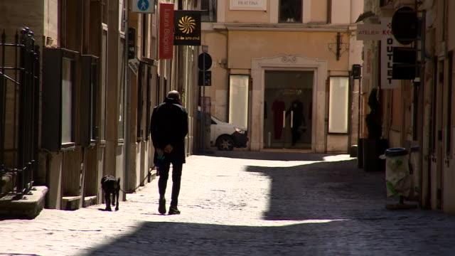 deserted streets in rome during the coronavirus outbreak - rome italy video stock e b–roll