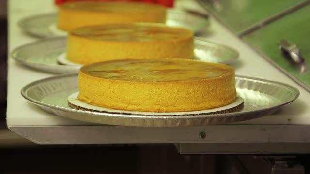 deserts in kitchen, close up - カスタードクリーム点の映像素材/bロール