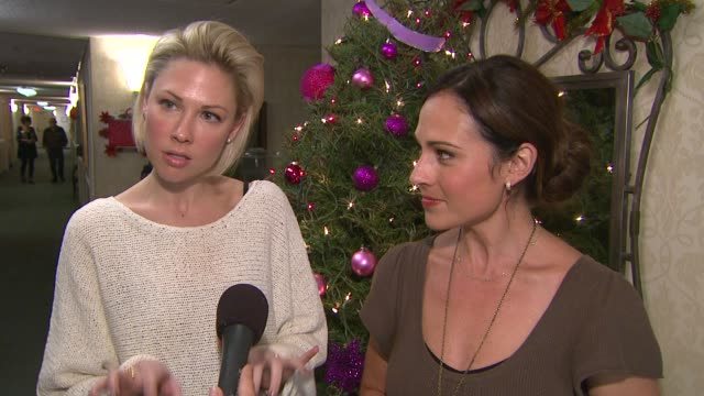 desi lydic & nikki deloach on helping their own older relatives with technology at the cast of 'awkward' led by jillian rose reed and dosomething.org... - mensch und maschine stock-videos und b-roll-filmmaterial