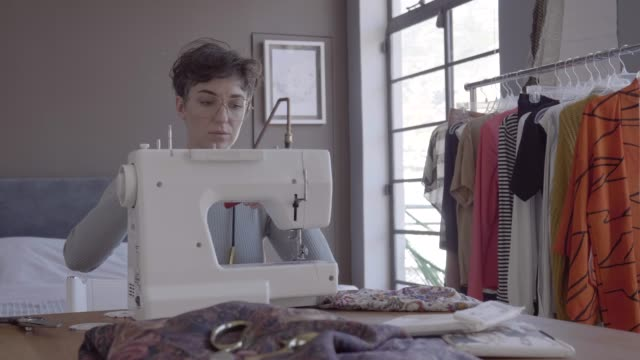 designer arranging spool in sewing machine at table - sewing stock videos & royalty-free footage