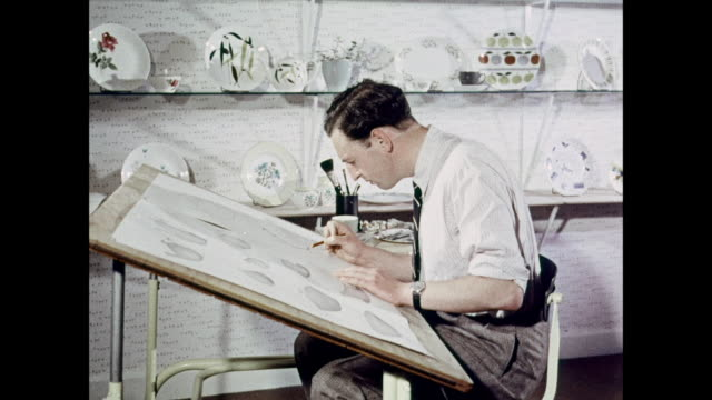 montage designer drawing sketch of teapot / united kingdom - 1950 1959 stock-videos und b-roll-filmmaterial