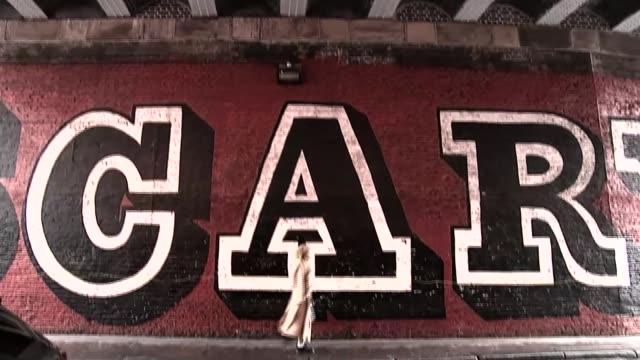 "designer hana tajima brings the hijab to the high street; hana tajima interview sot cutaways ext tajima in front of huge mural of the word ""scary"" - 僧衣点の映像素材/bロール"