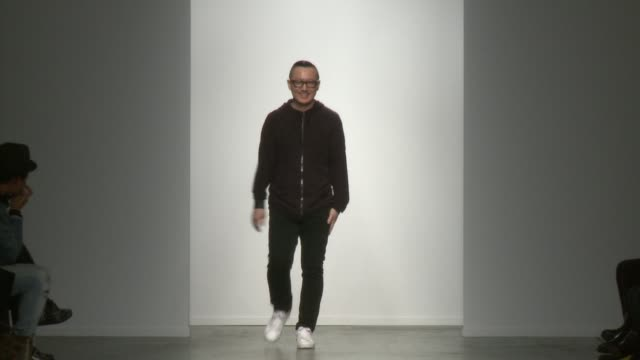 designer lee suk tae walks the runway during kaal e.suktae - 2015 f/w collection-new york fashion week at pier 59 on february 12, 2015 in new york... - 既製服点の映像素材/bロール