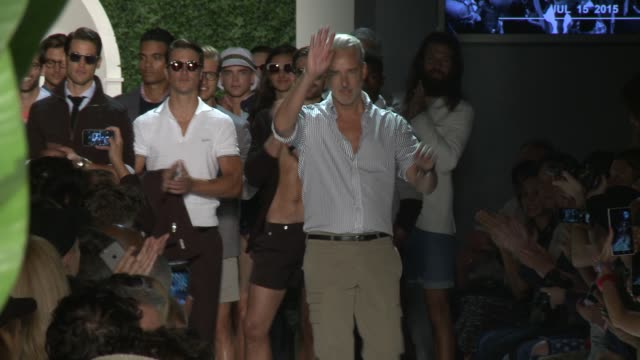 stockvideo's en b-roll-footage met designer michael bastian and models walk the runway at michael bastian s/s 2016 nyfw mens runway show at skylight clarkson sq on july 15 2015 in new... - skylight clarkson sq