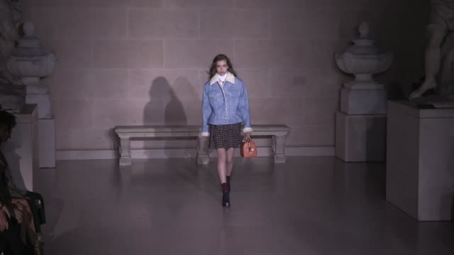stockvideo's en b-roll-footage met designer nicolas ghesquiere and models on the runway for the louis vuitton ready to wear fall winter 2017 fashion show in paris on march 07 2017 in... - louis vuitton modelabel