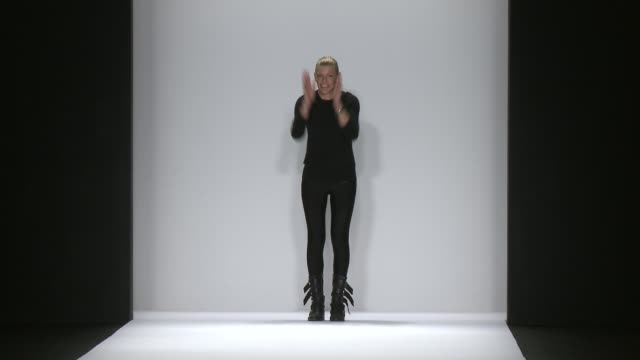 stockvideo's en b-roll-footage met designer paula thomas walks the runway during thomas wylde fall 2015 mercedesbenz fashion week at the theater at lincoln center on february 18 2015... - thomas wylde