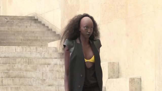 designer rick owens presents his latest collection in paris in a setting that resembles a science fiction set - immaginazione video stock e b–roll