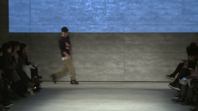 stockvideo's en b-roll-footage met designer taeyong ko walks the runway during concept korea fall 2015 mercedesbenz fashion week at the pavilion at lincoln center on february 13 2015... - concept korea mode