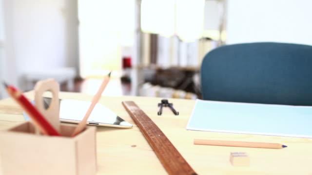 vídeos y material grabado en eventos de stock de diseñadores de oficina - estudio de diseño