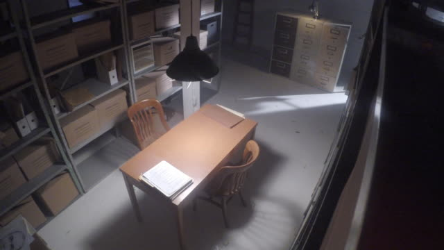vidéos et rushes de desk in storage room filmed by surveillance camera - surveillance