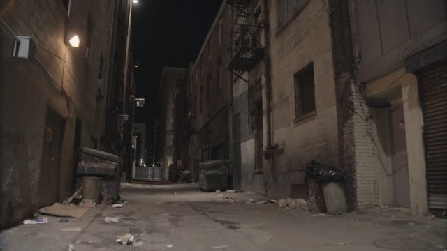 la a desolate, litter strewn alley / california, united states - gasse stock-videos und b-roll-filmmaterial