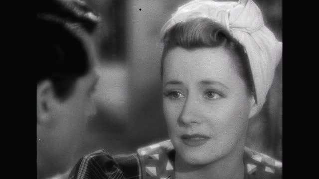 vidéos et rushes de 1941 despite the baby's gender being different than what they wanted, roger (cary grant) agrees to look at it with julie (irene dunne) who has had a change of heart - services sociaux