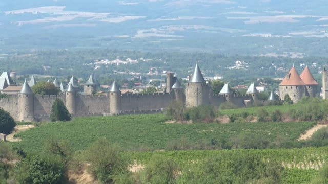 despite the covid19 pandemic the streets of the medieval city of carcassonne are swarming with masked tourists - carcassonne stock videos & royalty-free footage