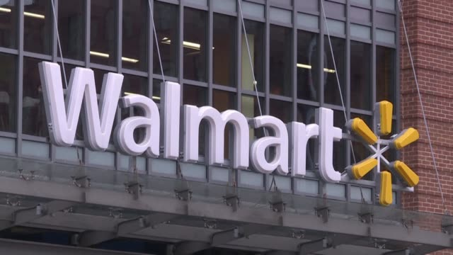 stockvideo's en b-roll-footage met despite two deadly shootings at its stores in less than a week american retail giant walmart says it has no plans to stop selling guns and ammunition - wal mart