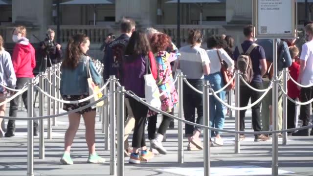 FRA: El Louvre de Paris reabre sus puertas sin su habitual publico extranjero