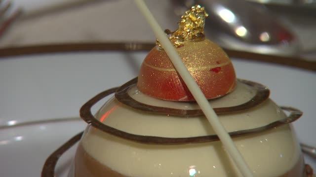 atmosphere dessert plate at the beverly hilton unveils menu for 70th annual golden globe awards atmosphere dessert plate at the beverly hilton un at... - the beverly hilton hotel stock videos & royalty-free footage