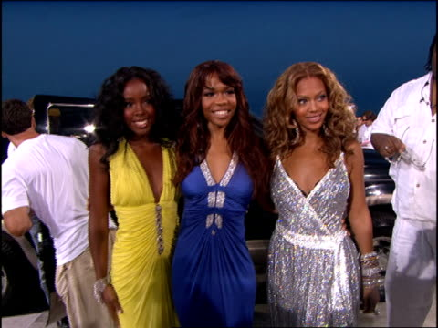 vídeos de stock, filmes e b-roll de destiny's child arriving at the 2005 mtv video music awards red carpet - 2005