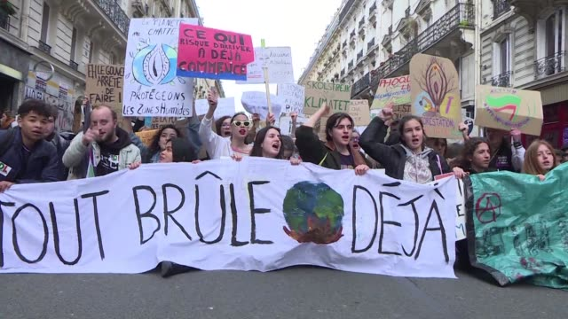 around two to three hundred people protest for the fourth consecutive week in paris with many also demonstrating for women's rights - patriarchy stock videos & royalty-free footage
