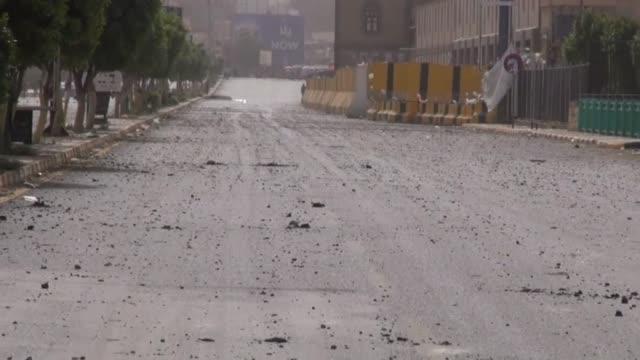 stockvideo's en b-roll-footage met destroyed building is seen after saudiled airstrikes target houthiheld defense ministry complex in sanaa yemen on september 4 2015 footage by... - ministerie van defensie