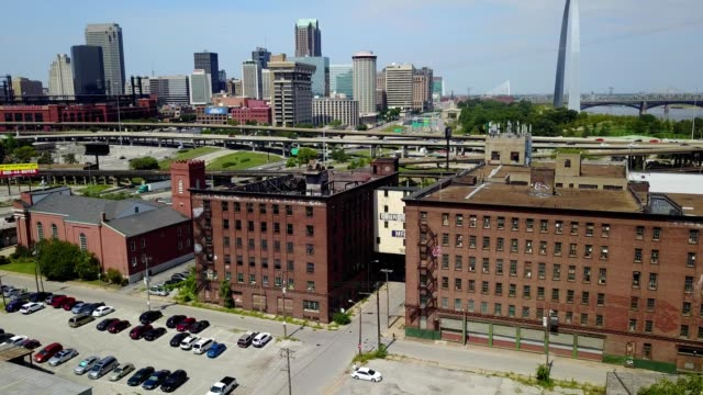 stockvideo's en b-roll-footage met destroyed building with downtown saint louis skyline - st. louis