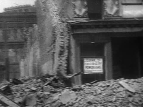 pan destroyed buildings after san francisco earthquake / documentary - 1906 stock-videos und b-roll-filmmaterial