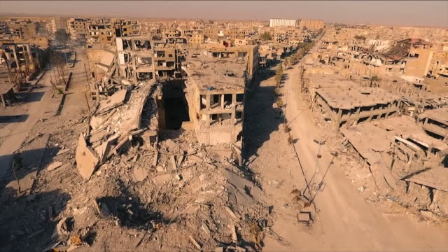 destroyed buildings caused by war - syrien stock-videos und b-roll-filmmaterial