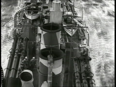 stockvideo's en b-roll-footage met destroyer on ocean ha td deck of destroyer tu sailor in crow's nest ws men pushing british 'depth bombs' over stern of destroyer ws explosion in... - amerikaanse zeemacht