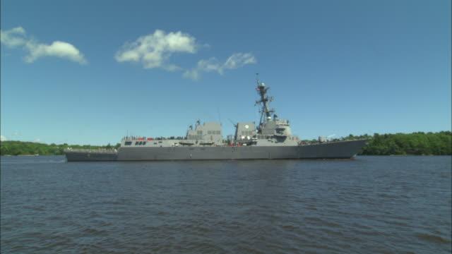MS, ZI, PAN, US destroyer passing along coastline