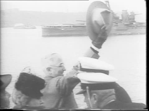 vídeos de stock e filmes b-roll de destroyer uss renshaw floats on the hudson river / president harry truman and entourage board a ship filled with sailors and officers who salute /... - uss midway