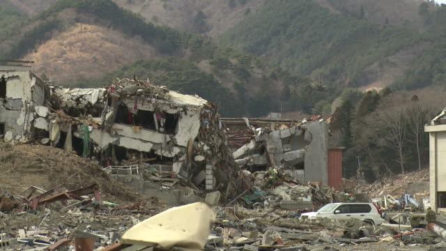 vídeos de stock e filmes b-roll de destruction in onagawa city, near sendai japan on 3rd april 2011; after tsunami following tohuku earthquake of march 2011. - destruição